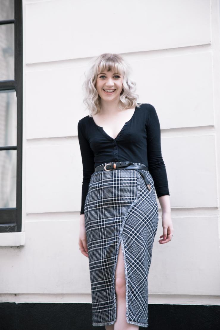 Chloe-Moss-Tartan-Skirt-02-Sara-Baena-Photography