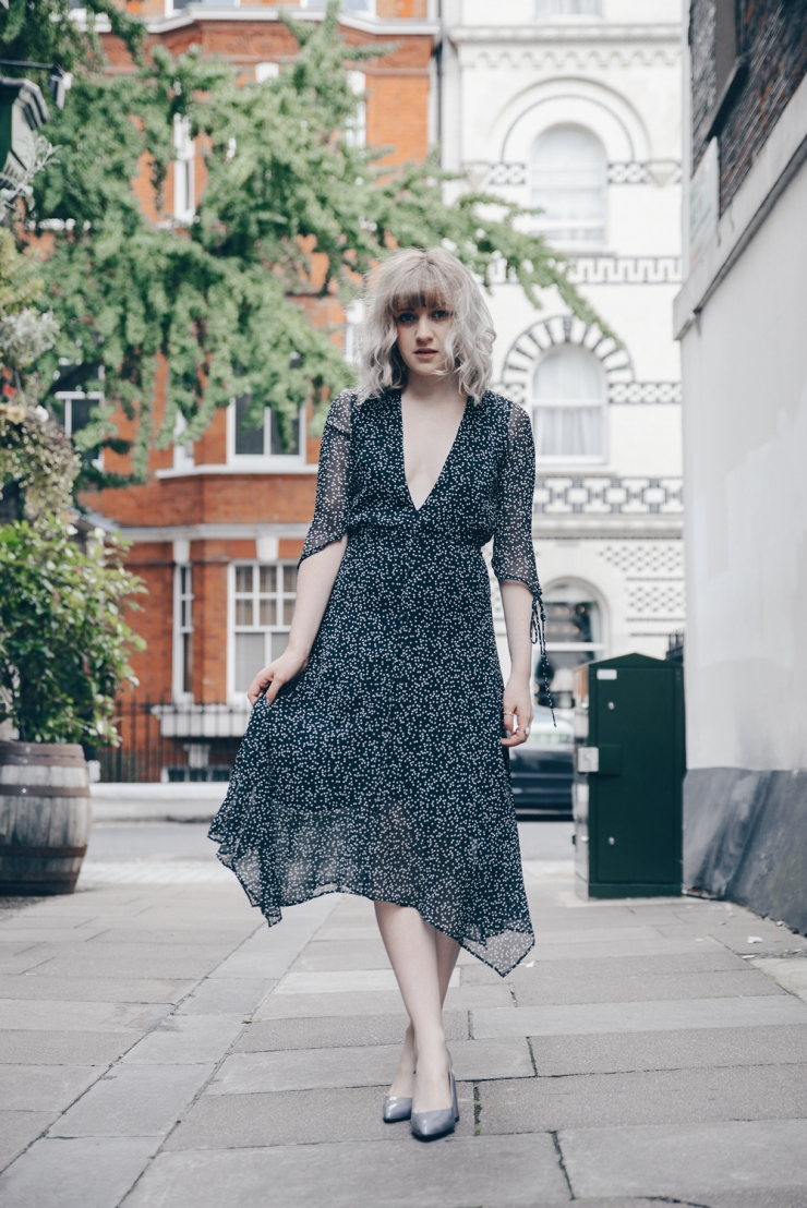 Chloe-Moss-Black-Star-Print-Dress-05-Sara-Baena-Photography